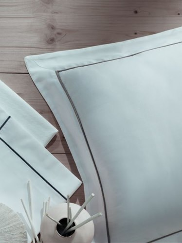 Contrast Percale Suite